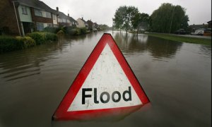 A-flood-sign-warns-of-flo-001